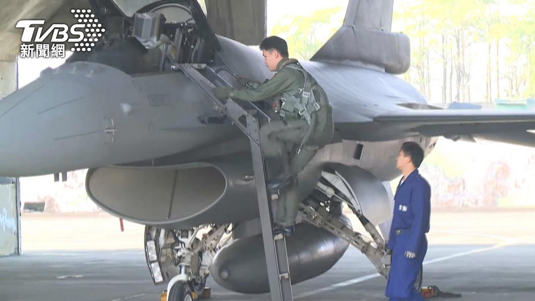 F-5E起落架故障迫降?軍方:模擬突發