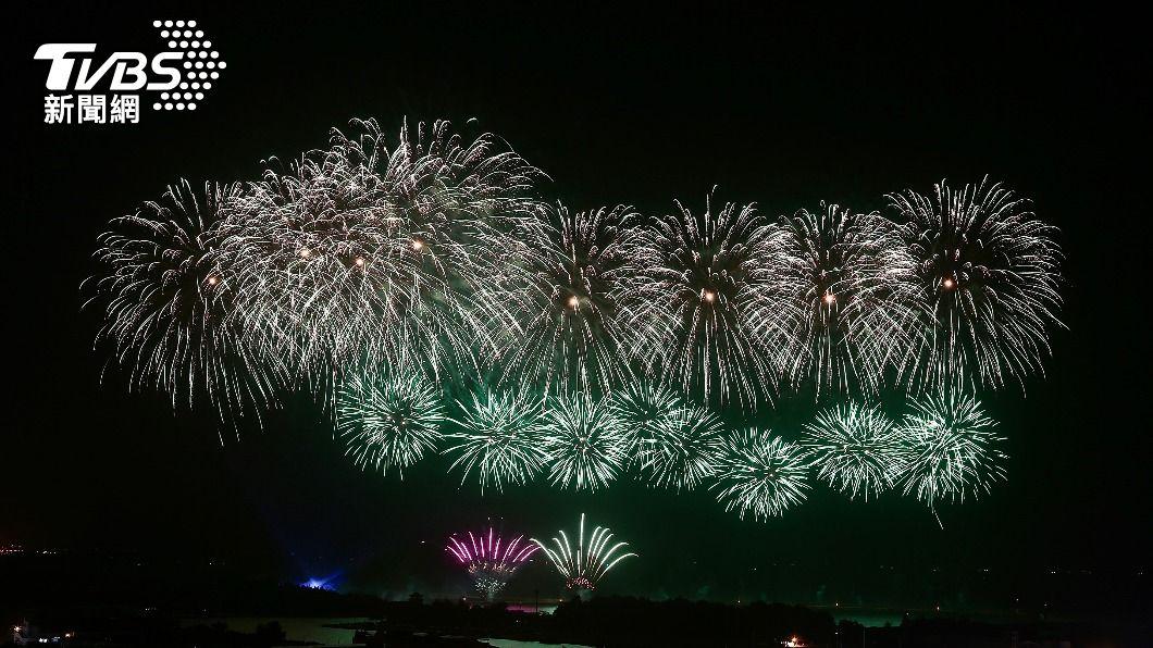 2021國慶焰火將在高雄登場。(圖/中央社資料照) 國慶焰火睽違20年返高雄 降載2萬人預約抽籤入場