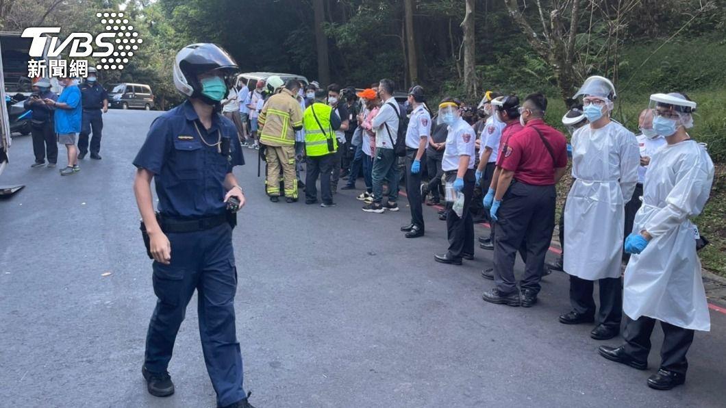 《基因決定我愛你》劇組今於台北市竹子湖黑森林拍戲,卻遭虎頭蜂群攻擊。(圖/TVBS) 《基因決定我愛你》竹子湖拍戲遇蜂群攻擊 9人螫傷送醫