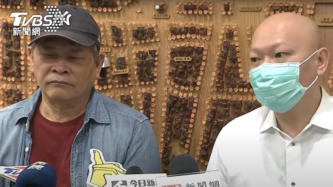好友林先生(右)陪同藝人澎恰恰開記者會。(圖/TVBS資料畫面) 澎哥有救了!角頭白衣男助喬債 「身家百億」超狂背景曝
