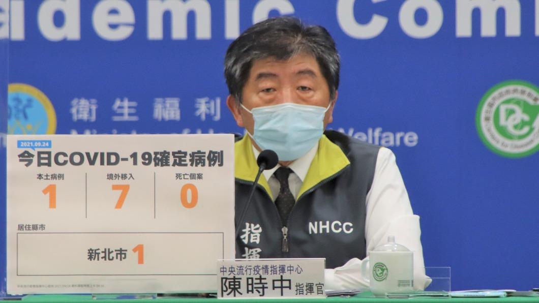 陳時中針對媒體提問回應。(圖/中央流行疫情指揮中心) 全國「降一級警戒」要多少疫苗覆蓋率? 陳時中這樣說