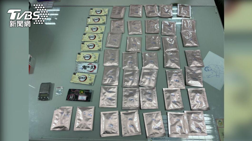 卡拉OK業者賣「鬼滅」咖啡包遭逮。(圖/TVBS) 藥頭也愛看?卡拉OK違規剛被罰 又賣「鬼滅」咖啡包遭逮
