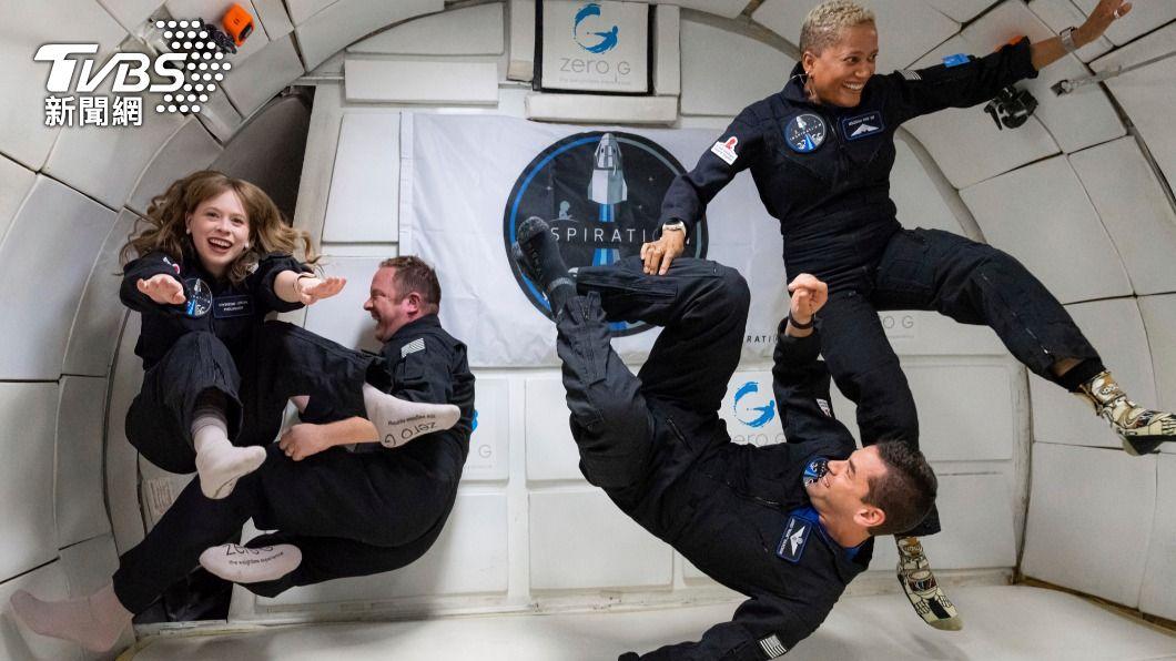 SpaceX首支「太空平民團」。(圖/AP) 平民上太空創造歷史 回地球後全家確診新冠