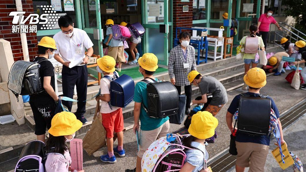 日本政府顧慮學童恐因接種疫苗產生同儕壓力。(圖/達志影像美聯社) 打疫苗也要顧慮同儕壓力 日本福島學童「依50音順序」接種