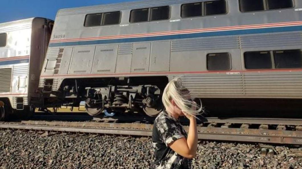 圖/翻攝自@newsbyjessica twitter 快訊/美國火車出軌!傳車廂翻覆、至少3死50傷
