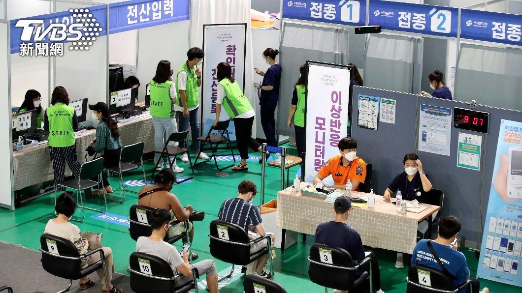 韓國擴大疫苗接種。(圖/達志影像美聯社) 韓國10月起開放施打第3劑疫苗 首批369萬人