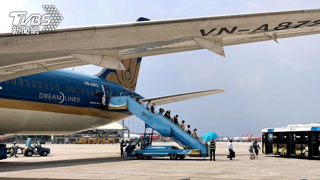 圖為一架越南航空航班。(圖/中央社) 疫後新常態!促進國際往來 越南研商互認疫苗護照