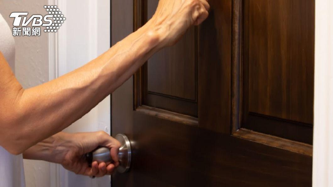 示意圖/shutterstock 達志影像 狂喊「走開、不准吃」被檢舉虐童 社工登門見兒子傻了