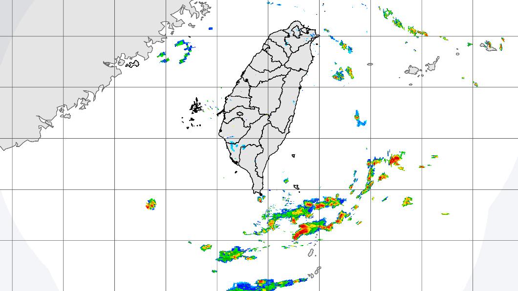 東半部、基隆北海岸與恆春半島有局部短暫降雨。(圖/中央氣象局) 逾2颱風恐接力生成!國慶連假「這4區」防大雨