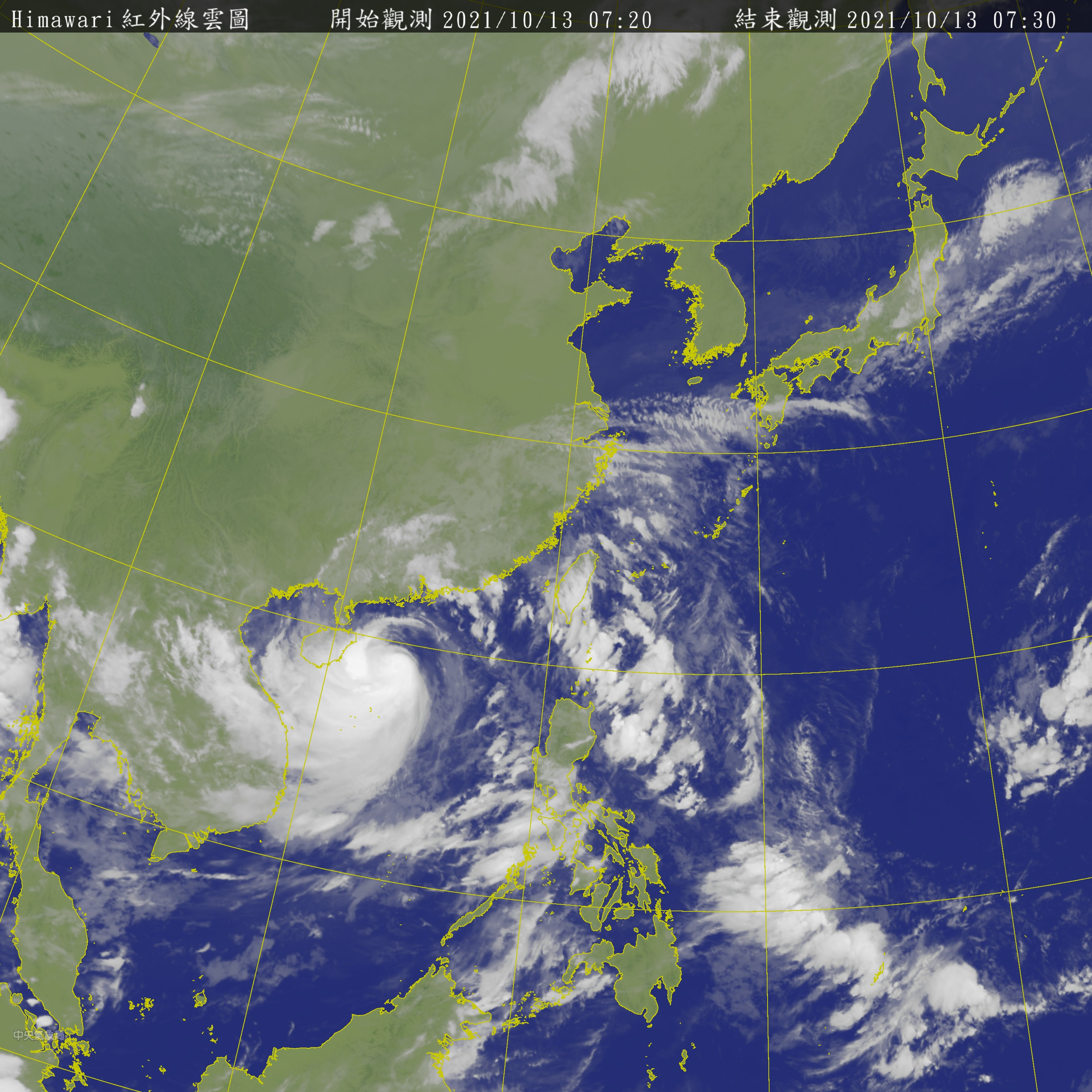 """The latest satellite cloud images show that the peripheral circulation of the """"Compass"""" and the cloud belt formed on the edge of the Pacific Ocean still affect the weather in all parts of Taiwan.  (Photo/Central Meteorological Bureau) The northeast monsoon is here!  The weekend's low temperature """"drops 16 degrees"""", there may be a new station"""