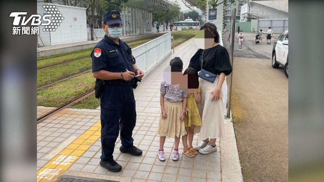 高雄女童搭輕軌被父母遺落在月台。(圖/TVBS) 小孩咧?連假一家4口搭高雄輕軌 5歲女童被忘在月台