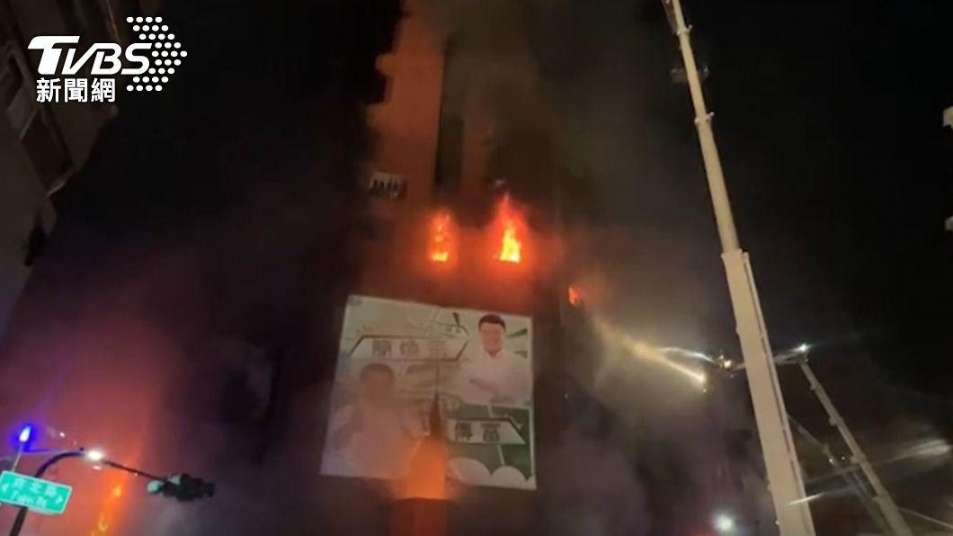 (圖/TVBS) 高雄鬼樓燒成廢墟「恐怖畫面」曝 婦嚇哭:兒電話打不通