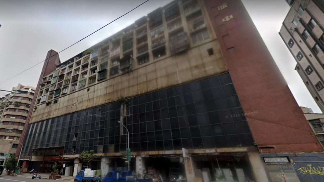 城中城大樓早期是繁華商場,現在卻被稱為高雄第一鬼樓。(圖/翻攝自GoogleMaps) 城中城逾40死!高雄「7大淒厲鬼樓」這棟最凶 連奪3命案