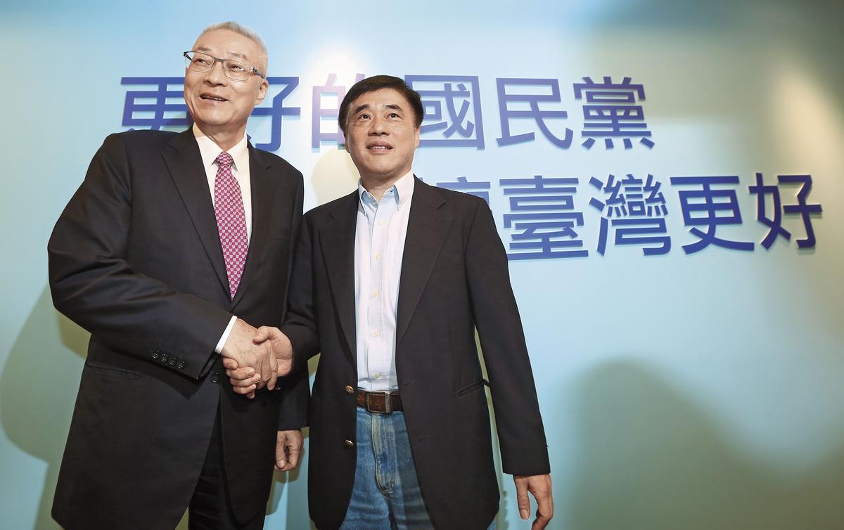 吳敦義(左)將任命郝龍斌(右)續任副主席一職,藉此消解黨魁選舉裂痕。