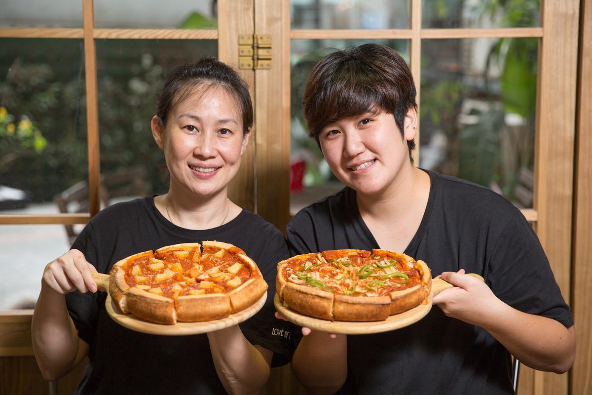 擅長烘焙的Jenny(左)和主修設計的Joy(右),共同創立這家結合美式料理和甜點的餐廳。