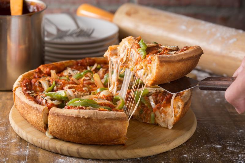 邪惡美食界的佛地魔 包藏起司瀑布的「深盤披薩」