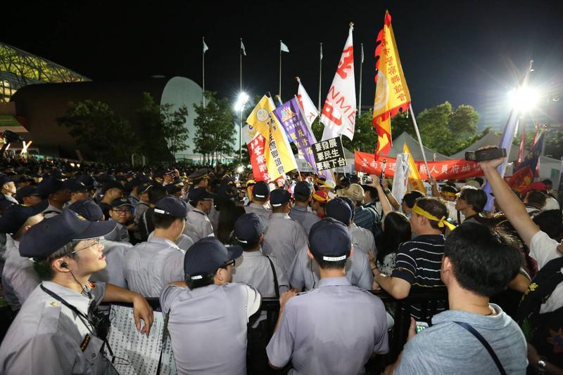 反年改鬧場秀下限 總統府:嚴懲暴徒