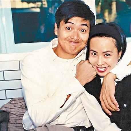 周潤發和陳薈蓮結婚31年,是電影圈中的銀色夫妻,但兩人始終膝下無子。(翻攝自微博)