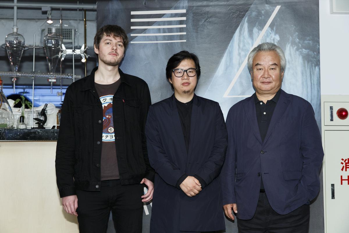 入圍本屆金馬最佳男主角等4項大獎的《老獸》導演周子陽(中)、演員涂們(右)、攝影師馬提亞斯與台灣媒體茶敘。
