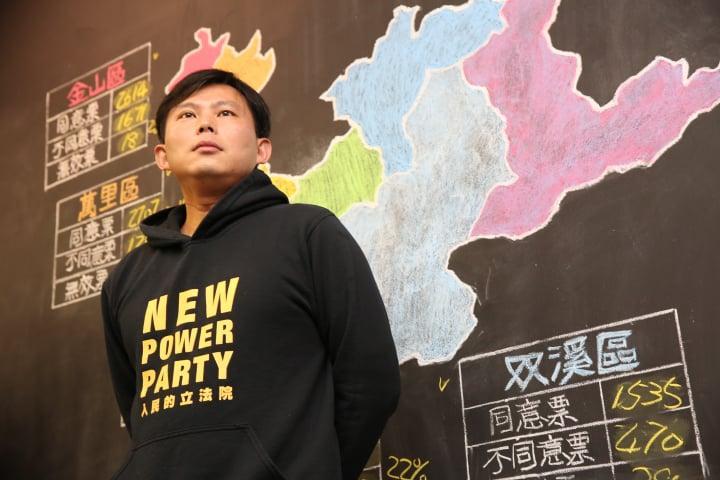 黃國昌在罷免案確定未過關後,出面開記者會。