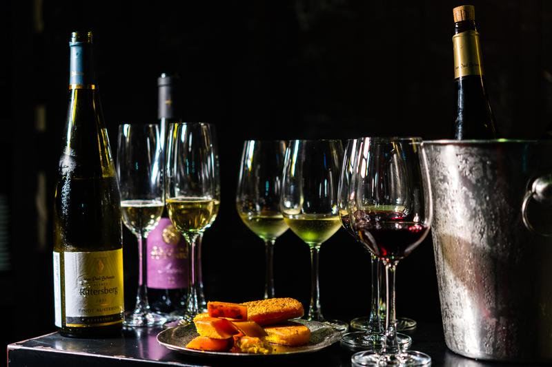 還在配高粱、蒜苗?烏魚子配葡萄酒正流行