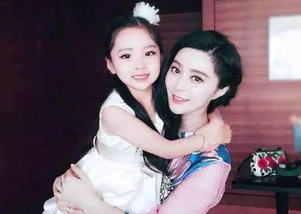 網友傳出范冰冰將推自己堂妹范朵朵出道。(翻攝自新浪娛樂)