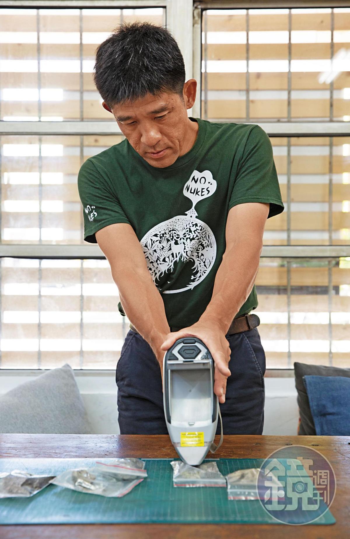 台南市社區大學環境小組成員晁瑞光以X光重金屬檢測儀,驗出土壤樣本內的銅濃度嚴重超標。