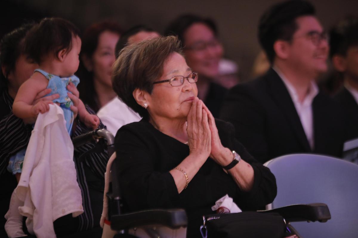 孫越遺孀尤晶瑩坐著輪椅參加感恩會。(董氏基金會提供)