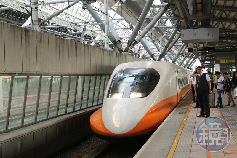 台灣高鐵宣布7月1日起推出「定點隨身讀」服務,讓旅客乘車可享免費閱讀電子書3小時。 7月起搭高鐵免費閱讀電子書 每天限時3小時