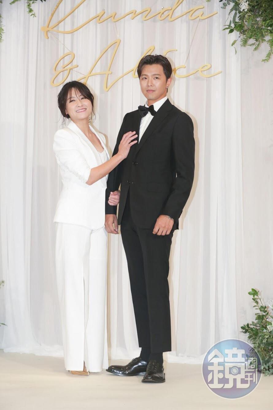 小鬼黃鴻升及海裕芬擔任婚禮主持人。