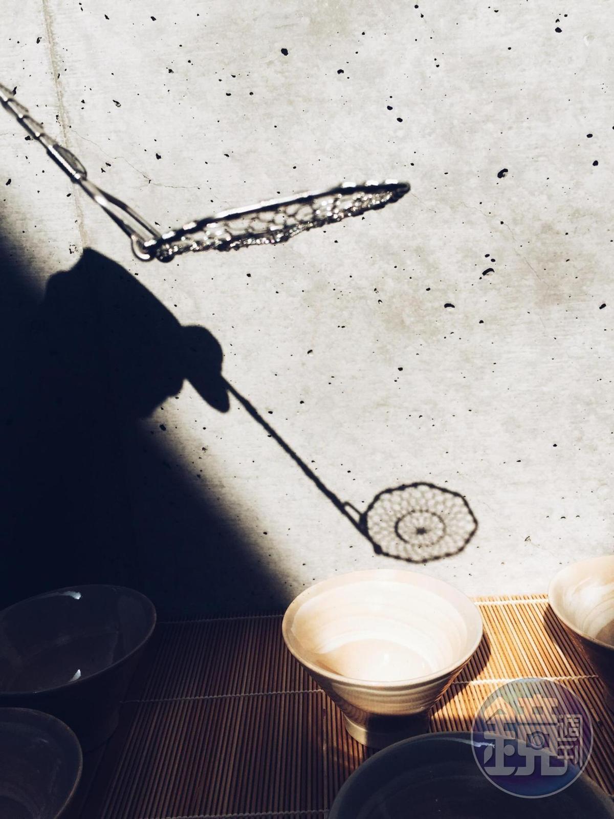 「金網つじ」火鍋專用的豆腐勺。