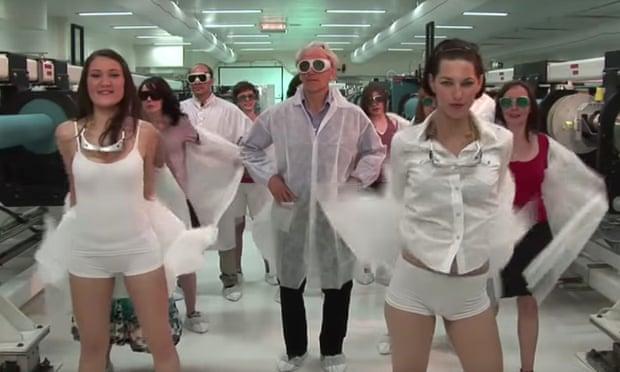 辣妹熱舞宣傳科學? 諾貝爾得主影片惹議