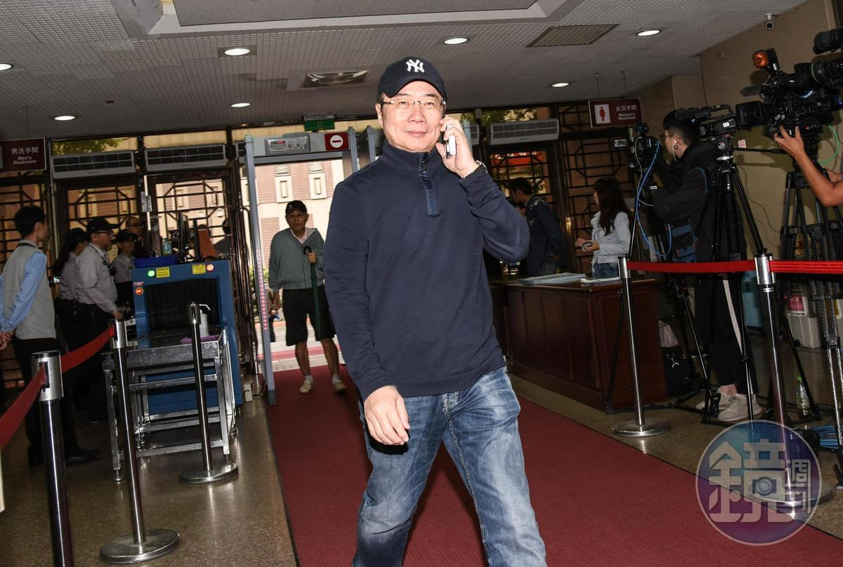 前立委蔡正元被控涉及侵占中影公司款項,以被告身分至台北地院出庭。
