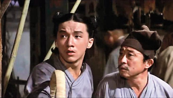 成龍拍攝《金瓶雙艷》時,年僅20歲。他雖然有著毛躁個性,卻對所有玉女明星體貼入微,讓當時很紅的甄珍對他留下很好的印象。
