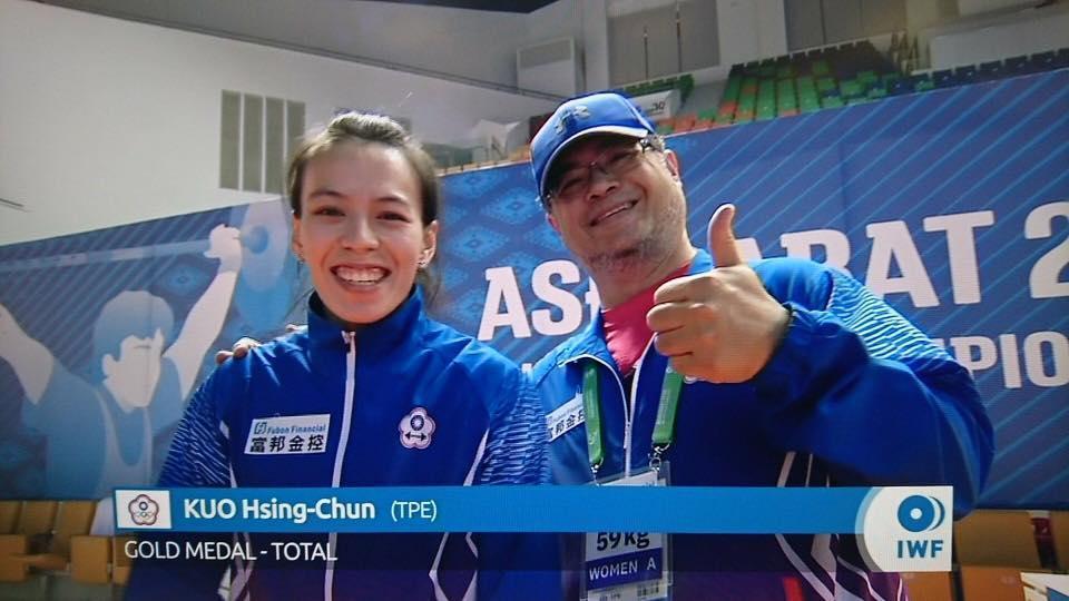 首度挑戰59公斤新量級,郭婞淳抓舉與總和成績均創世界紀錄。(翻攝自FOX臉書)