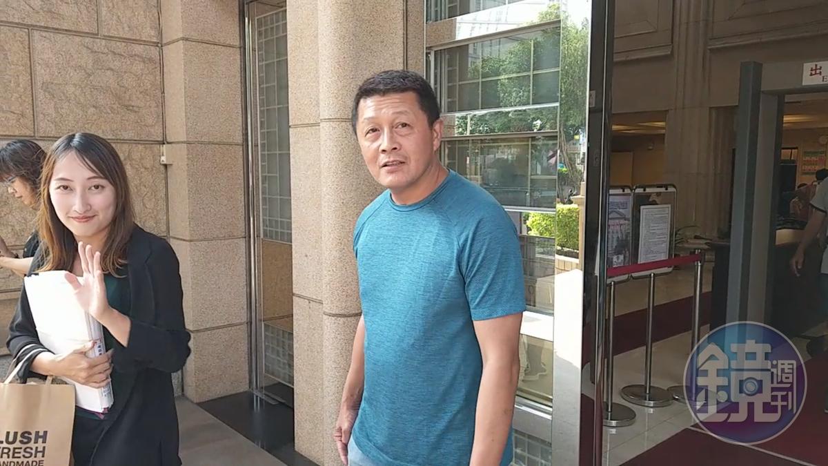 徐國璋從美國跨海提起對洪文棟的訴訟,要求認祖歸宗改姓洪。