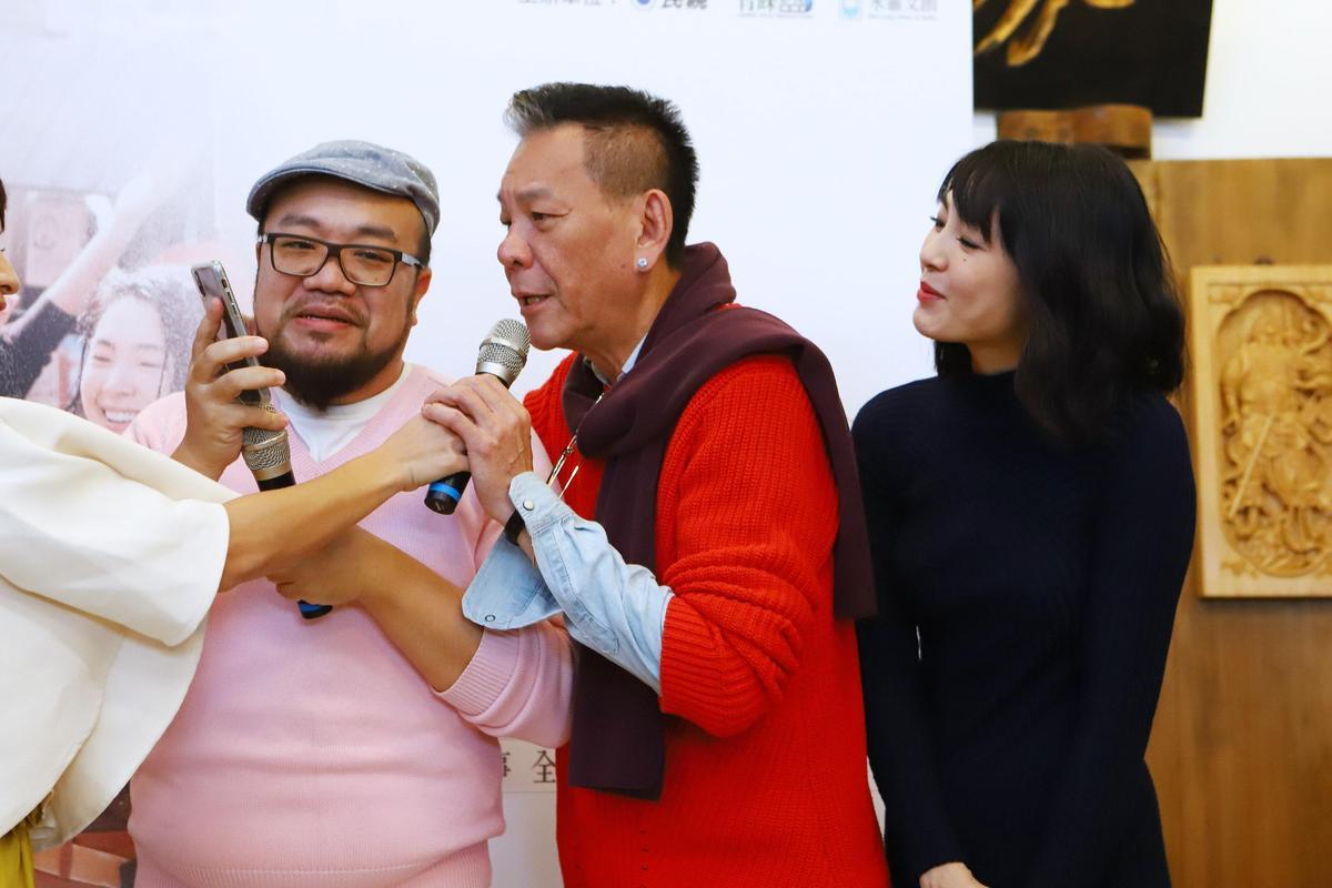 龍邵華說自己愛漂亮,但就算他穿得邋遢,遇見粉絲要求合照也不會拒絕。(民視提供)
