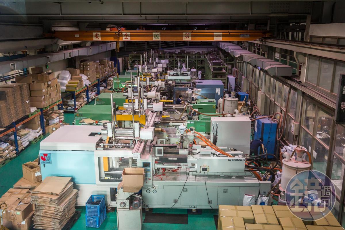 有別於傳統中小型塑膠廠缺乏自行接單能力,宗瑋工業靠提供小量多樣、一站式客製化服務,打入歐美市場,毛利平均可達45%。
