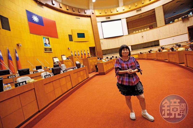 蔣月惠第一高票當選 呱吉成首位入議會網紅