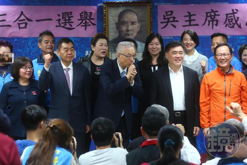 黨員高喊選總統 吳敦義避嫌比手勢「噓」