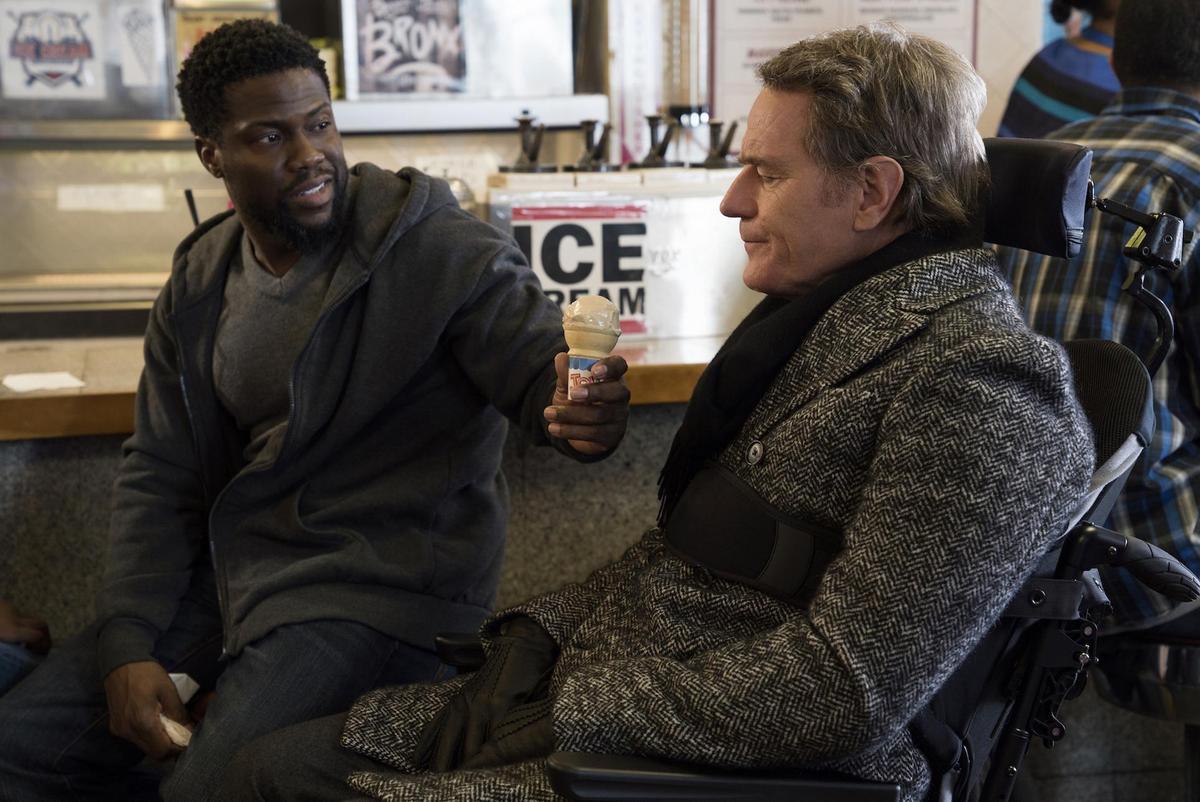 布萊恩克萊斯飾演的富翁(右)與凱文哈特飾演的前科犯戴爾,成為最挺彼此的好麻吉,改變彼此的人生。(CATCHPLAY提供)