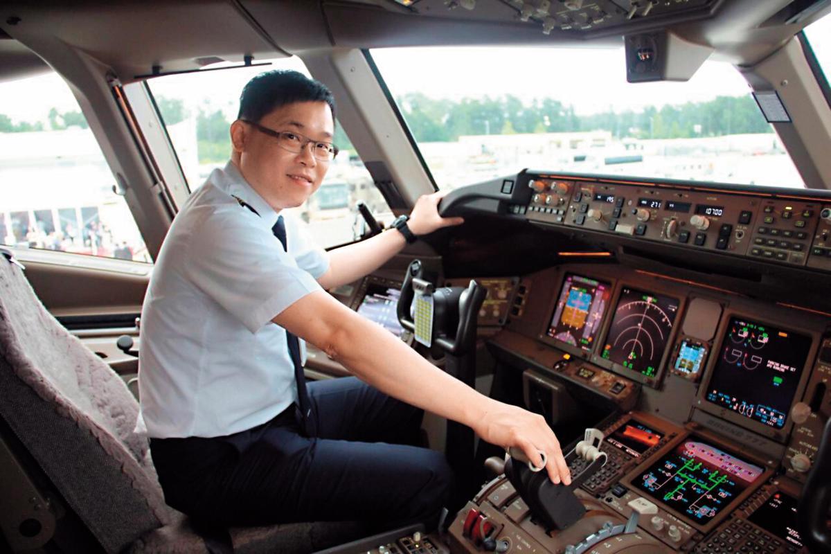 張國煒擁有機師執照,2任妻子都是長榮空姐。(中央社)