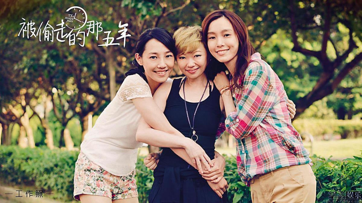 與白百何(左)是好友的范瑋琪(右)不僅為她主演的電影《被偷走的那五年》唱主題曲,也在片中客串一角。