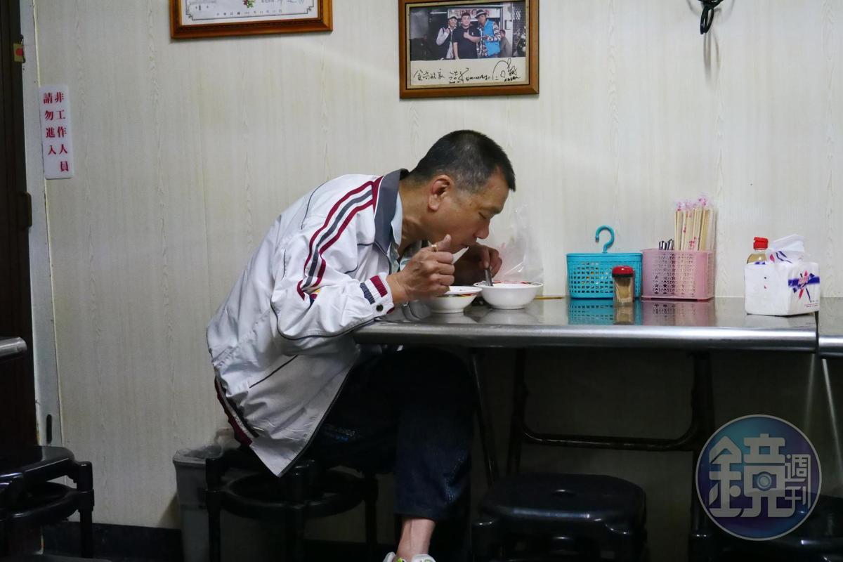 不少客人會把阿泉爌肉飯的料理當活力早餐。