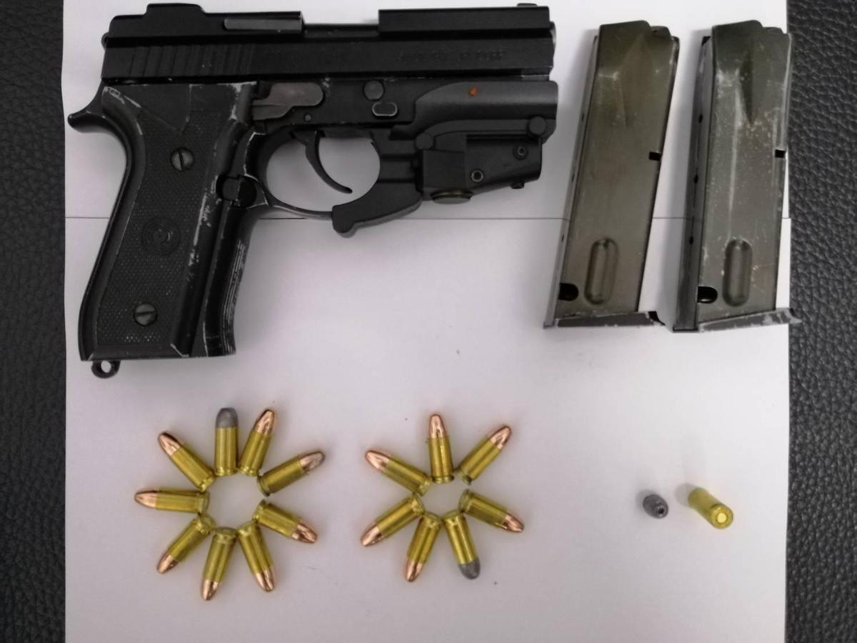 羅嫌交出使用的制式槍枝,警方正擴大追查來源。(警方提供)