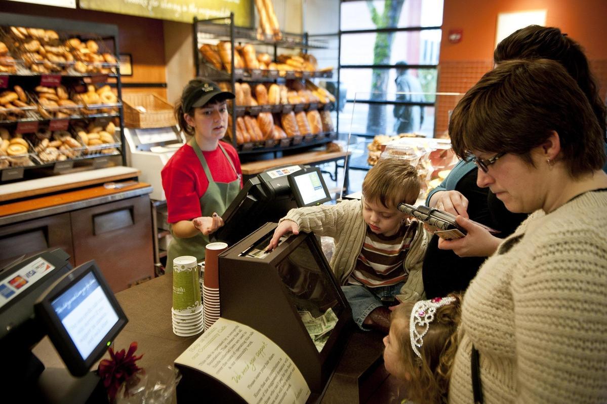 麵包店「Panera Cares」讓顧客自行決定要支付多少錢,非常考驗人性。(東方IC)