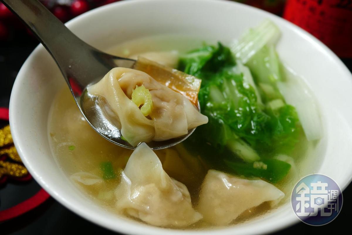 「鮮肉扁食湯」皮薄肉鮮。(40元/碗)