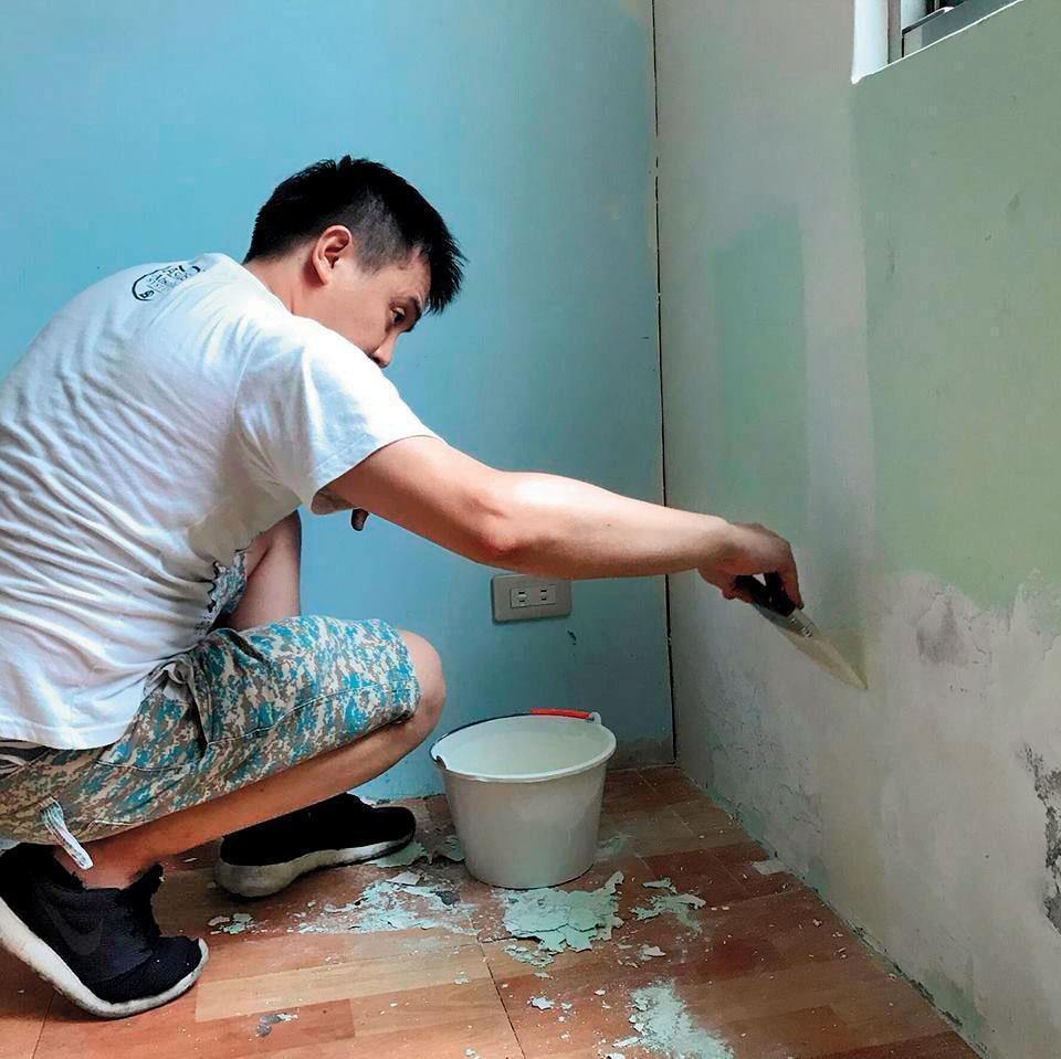高盟傑無戲約上門,一度擔任油漆工討生活,但也無法持續。(翻攝高盟傑臉書)