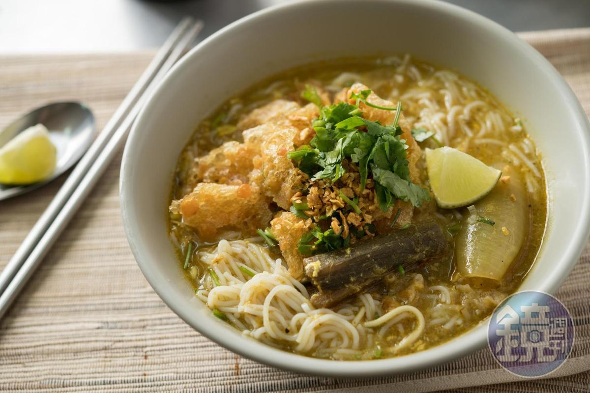 「魚湯麵」是用草魚和吳郭魚熬湯底,湯頭喝得到濃濃魚鮮味和魚肉末,米線Q彈細滑。(60元/碗)