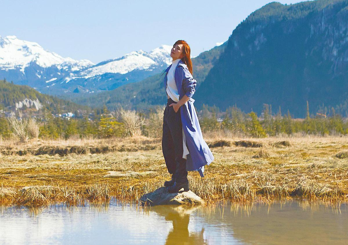 梁靜茹遠赴加拿大拍攝首波主打新歌〈微光〉MV。(環球唱片提供)